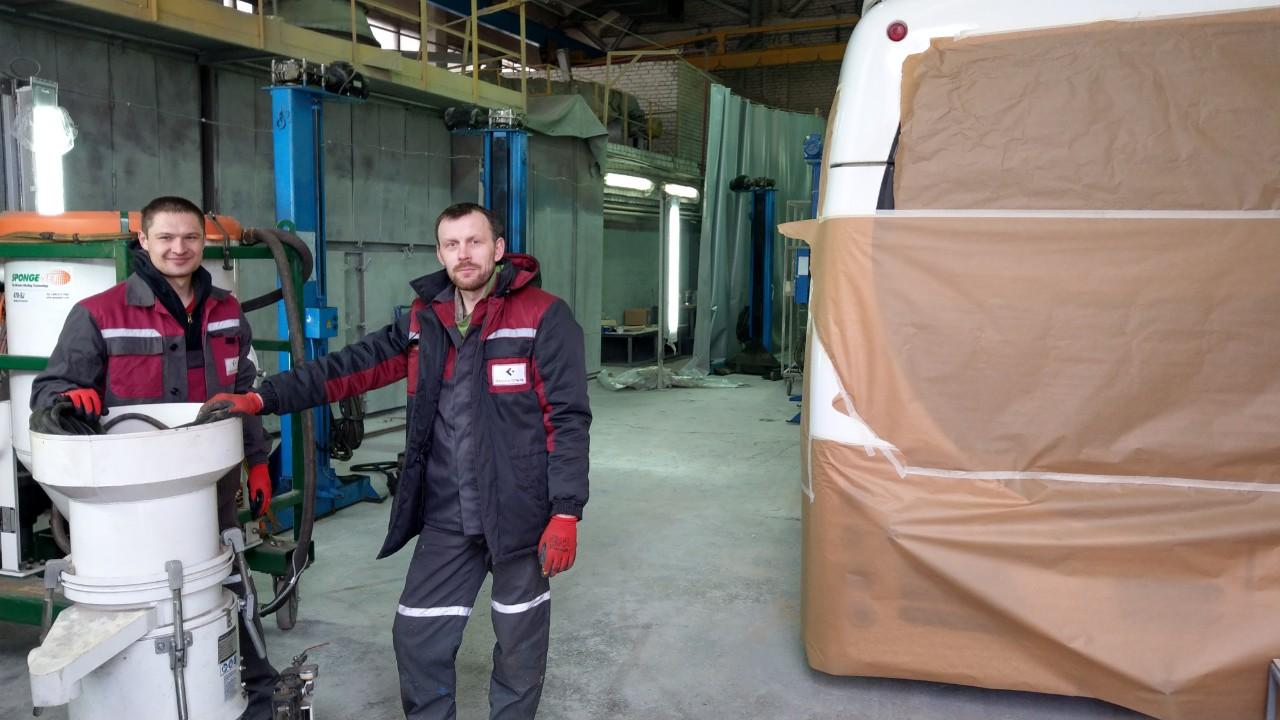 ПАССАТСТАЛЬ зачищает раму электробуса системой Sponge-Jet